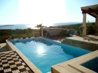 HEATED POOL AND AMAZING SEA VIEWS